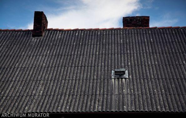 Uwaga azbest! Popularne niegdyś pokrycia dachowe wywołują groźne choroby
