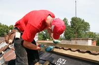 Przygotowanie do układania pokrycia dachowego