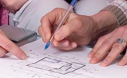 Działka, projekt domu, materiały budowlane. Na czym oszczędzać, budując dom?