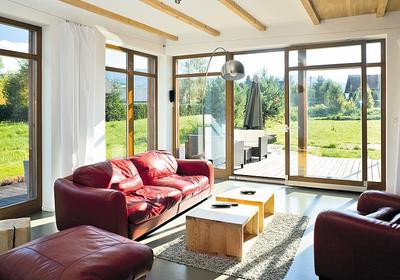 Duże okna balkonowe. Jakie są ceny drzwi tarasowych? Czy montaż okien balkonowych wiąże się ze zwiększoną utratą ciepła w domu?