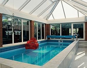 Budowa basenu. Jak wybudować basen ogrodowy krok po kroku?