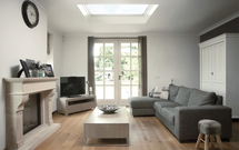 Dobrze doświetlony dom z płaskim dachem