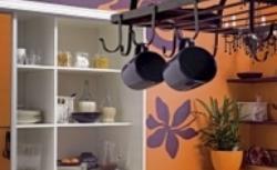 Pomarańczowa kuchnia murowana - gotowy pomysł na aranżację małej kuchni