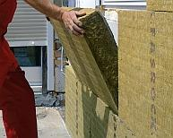 Na sucho czy na mokro: ocieplanie domu wełną mineralną