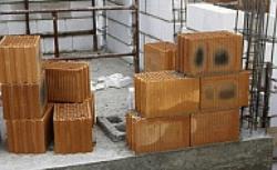Z czego budować ściany: cegła budowlana, bloczki, pustaki - porównanie materiałów