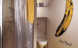 Ekscentryczna łazienka w żółtych kolorach